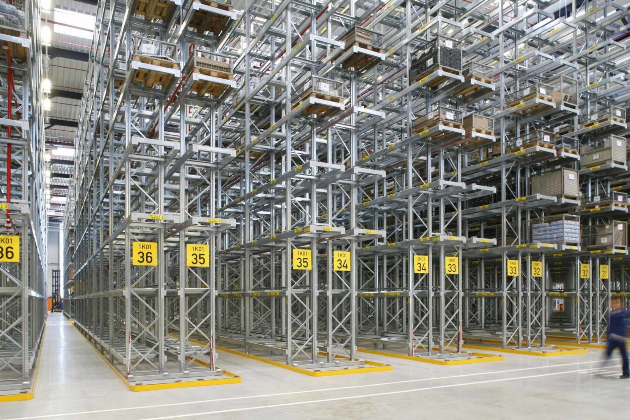 Narrow Isle Pallet Racking